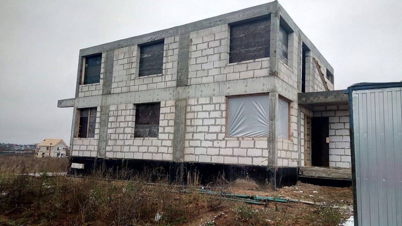 Дом строящийся из газобетона
